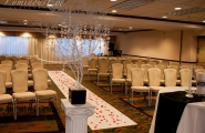 The ceremony venue should reflect the theme of the wedding.